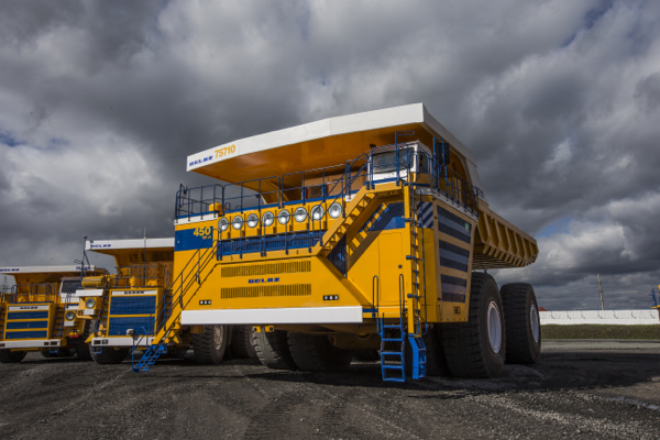 World's Largest Dump Truck >> Belaz Launches World S Largest Mining Dump Truck Mining Com