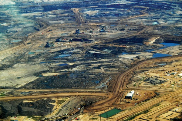 Canada mulls building lakes to store oil sands waste