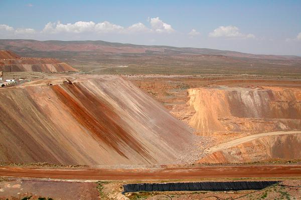 Barrick, Goldcorp selling Marigold mine for $275 million