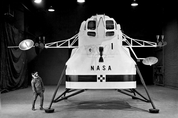 NASA begins accepting applications from privates to mine the moon