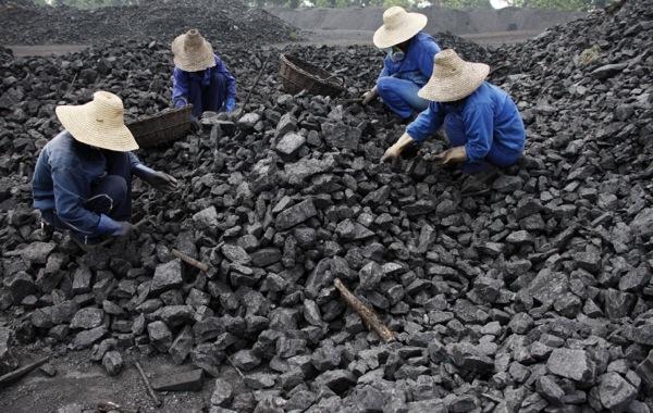 China to shut down 2,000 coal mines this year