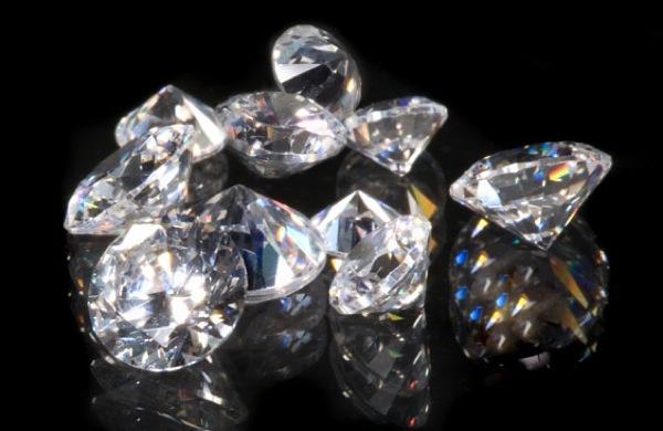 De Beers changing its diamond sales model