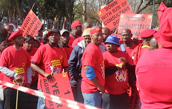 South African metal workers 'to escalate' strike