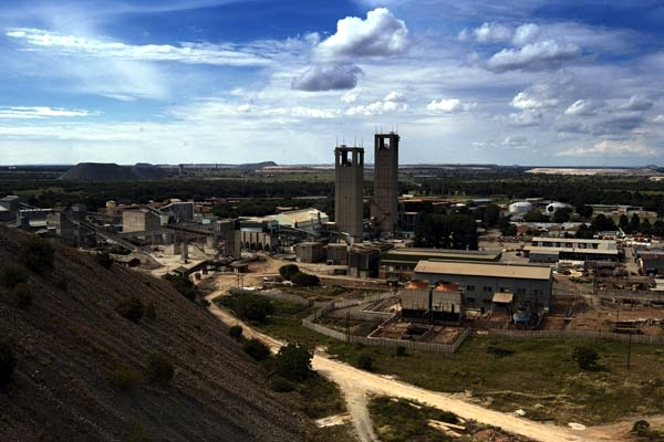 AngloGold shares plummet on spin off announcement