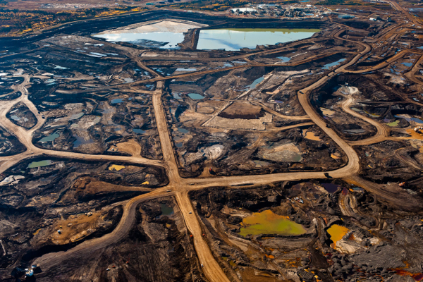 Canada's oil sands to remain unhurt by falling crude prices
