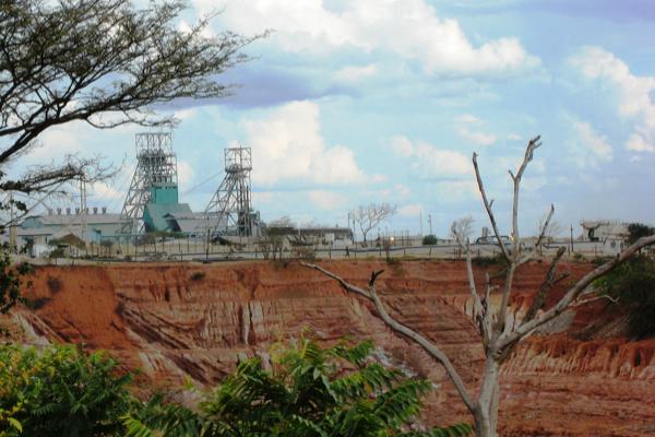 Glencore halts copper projects in Zambia over tax row