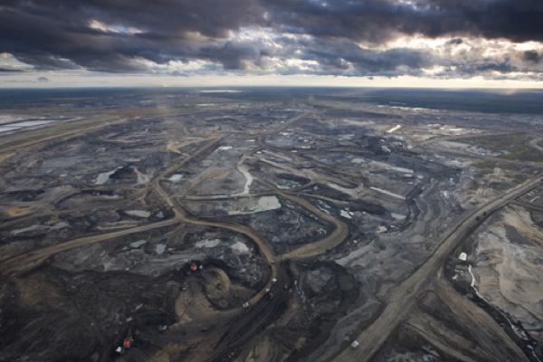 Canada's oil sands cash flows set to drop by $21 billion