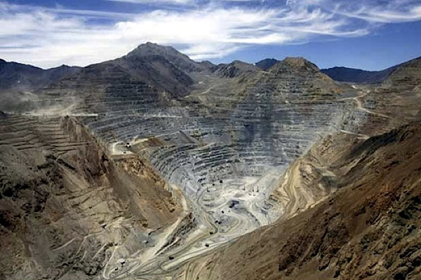 Antofagasta cuts copper output forecast over rain, protests in Chile