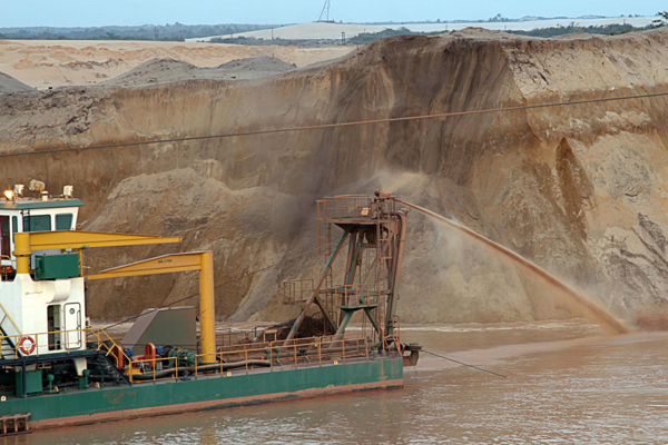 Irish Kenmare sends South African miners in Mozambique home