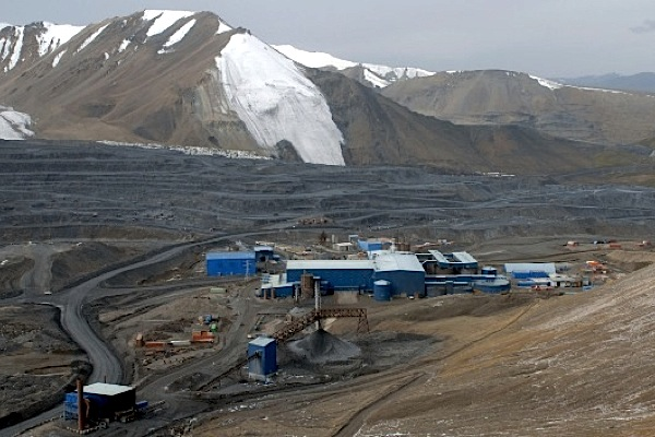 Kyrgyzstan aborts plans to grab Centerra's Kumtor mine, but wants more say