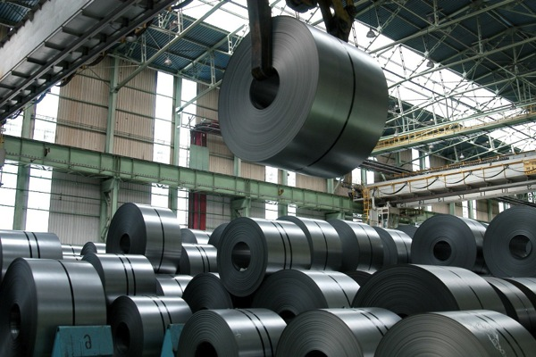 ArcelorMittal cuts profit expectations for 2015 amid steel glut