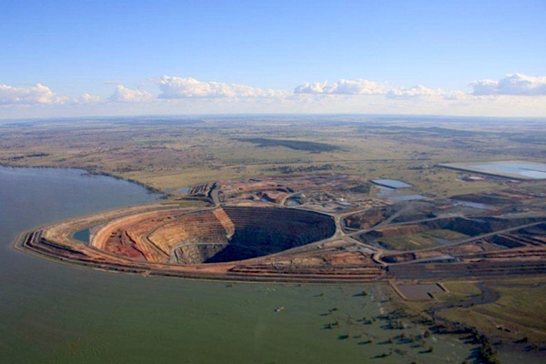 Barrick sells Cowal mine to Evolution Mining for $550 Million