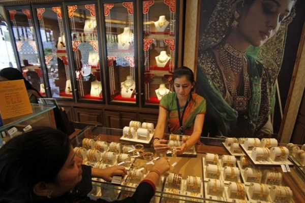 Global gold demand drops 1% in Q1, but investments jump — report