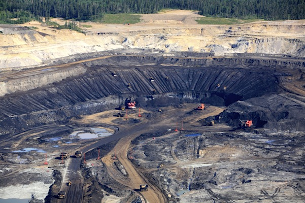 Investment in Canada's oil sands to fall more than 30% this year