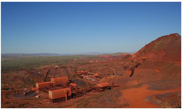 Mount Tom Price mine, part of Hamersley mine complex, Rio Tinto