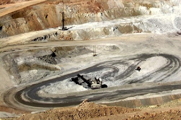 Glencore to sell part of its Chile, Peru copper output