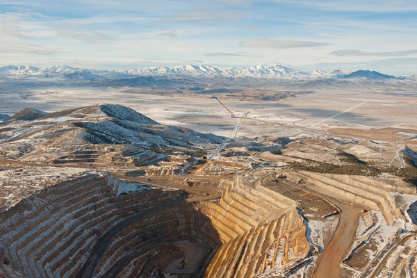 Newmont, Kinross likely to buy Barrick's US gold assets