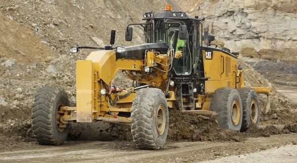 Cat 18M3 Motor Grader blades pit road