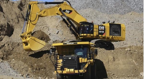 Cat 6015B Hydraulic Shovel loads Cat 775G truck