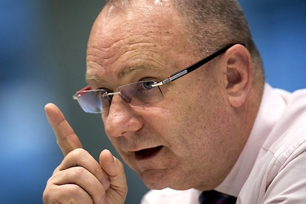 Anglo reshuffles top management team, waves iron ore boss good-bye