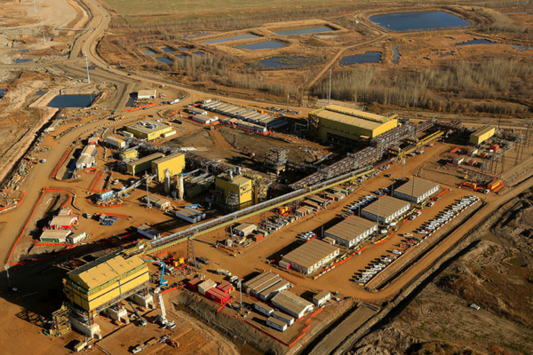 Canadian Oil Sands accuses Suncor of paying brokers to win takeover bid