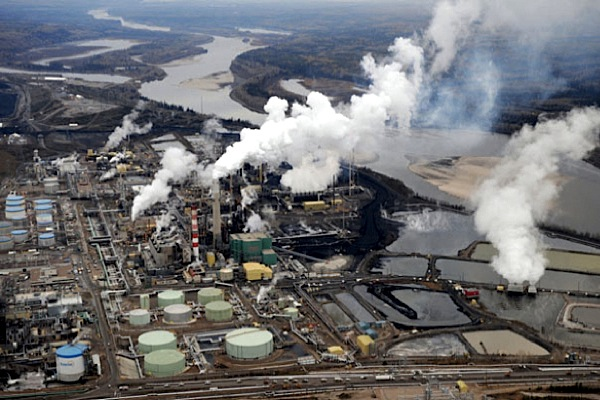 Suncor cuts oil sands output for 2016