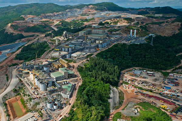 Troubles in Dominican mine forces Barrick to cut 2015 output forecast