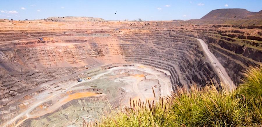 De Beers, Botswana seek fresh expansion of world's richest diamond mine